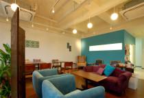 オープンスペースカフェとしてひとりの時間を過ごしたり、仲間とおしゃべりを楽しんだり。セミナーやパーティーなど、目的に合わせてレイアウト自由